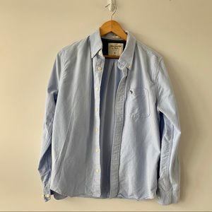 BABY BLUE FITTED BUTTON UP!